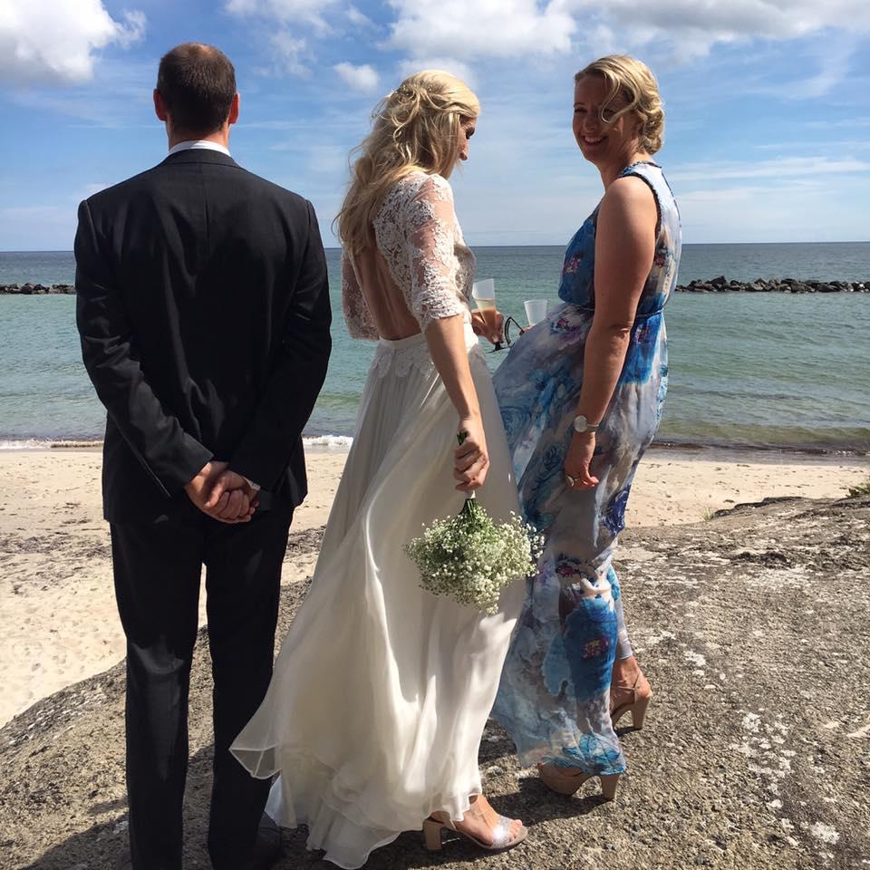 kristine-lang-kjole-bryllup-forlover-kate-and-harriet