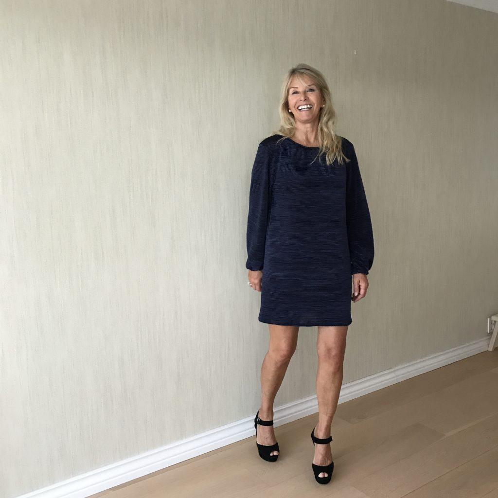 31f79eb6a3c Blå kjole med lange ermer | Kate & Harriet